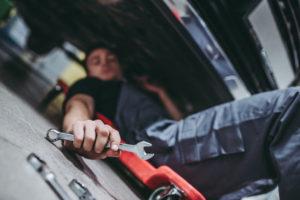 otestujeme brzdy a tlumiče auta